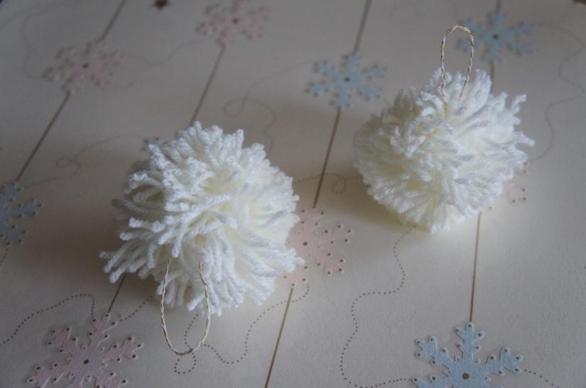 Boule de Noël en pompon de laine